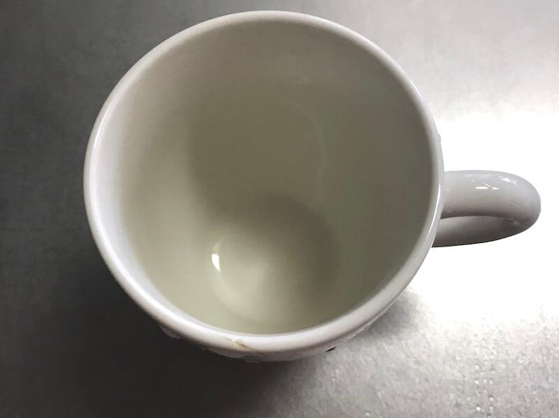 メラミンスポンジでマグカップの茶渋落とし